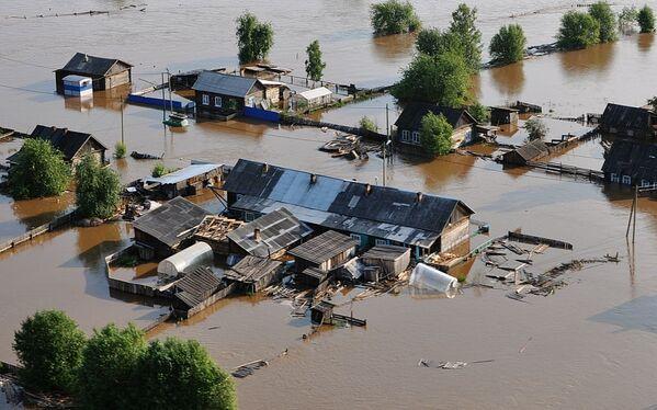 Pohled na zaplavené oblasti Tulunu. V Irkutské oblasti je v důsledku povodní zaveden nouzový režim. - Sputnik Česká republika