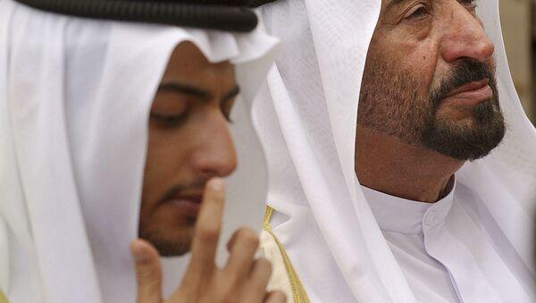 Šejk Khalid bin Sultan Al Qasimi a jeho otec Dr Sultan bin Muhammad Al Qasimi. Archivní foto - Sputnik Česká republika