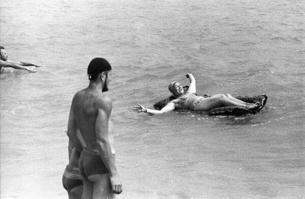 Na dovolené v táboru Sputnik. Krym, Gurzuf. 1965. - Sputnik Česká republika