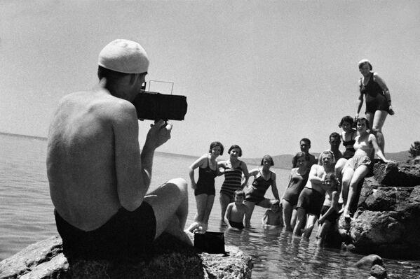 Foto na památku. Jalta, Krym. 1950. - Sputnik Česká republika
