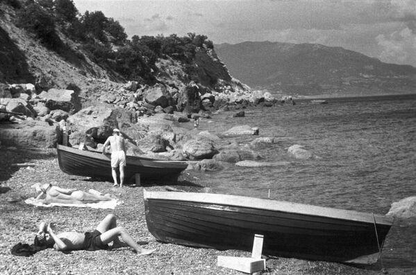 Opalování u Černého moře. Krym, 1950. - Sputnik Česká republika
