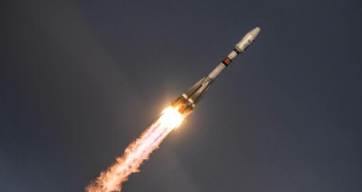 Start raketoplánu Sojuz-2.1b z kosmodromu Vostočný