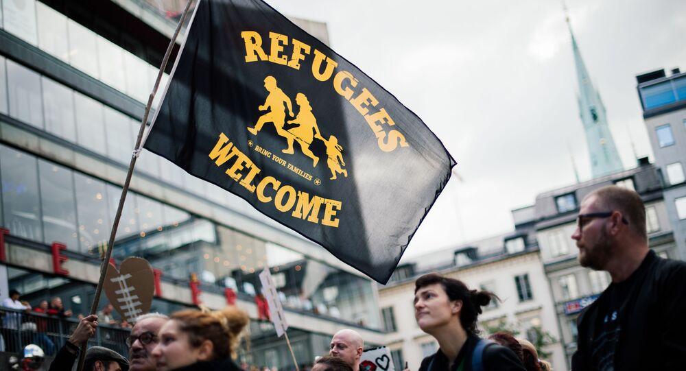 Účastnicí akce solidarity s migranty ve Stockholmu (dne 12. září 2015).