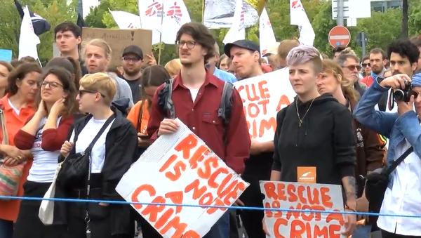 Protest v Berlíně  - Sputnik Česká republika