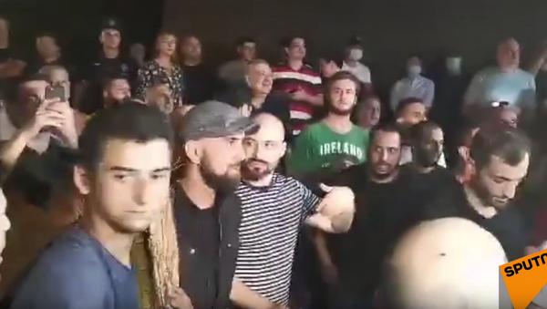 Protestní akce u budovy televizní společnosti Rustavi 2 v Tbilisi - Sputnik Česká republika
