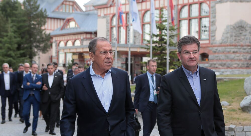 Slovenský ministr zahraničí Miroslav Lajčák (vpravo) a ruský ministr zahraničí Sergej Lavrov ve Štrbském plese