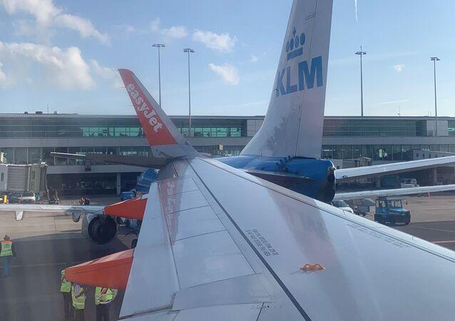 Airbus na letišti v Amsterdamu narazil do zaparkovaného Boeingu
