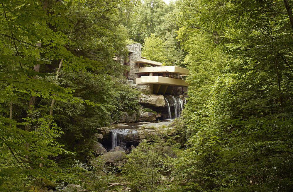"""Dům nad vodopádem"" amerického architekta Franka Lloyda Wrighta v jihozápadní Pensylvánii"