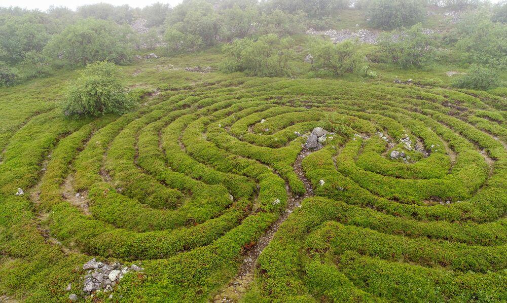 Umělé labyrinty na Velkém zaječím ostrově