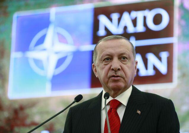 """Německý politolog hovořil o následcích odchodu Turecka z NATO a """"obrovském vítězství"""" Putina"""