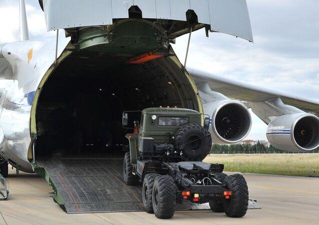Dodávka protiletadlového raketového systému S-400 do Turecka