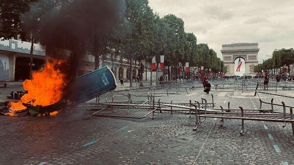 Chaos a zranění. Situace s protesty v centru Paříži se vyostřuje - Sputnik Česká republika