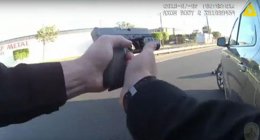 V USA policista omylem zastřelil 17letou dívku, která měla kopii pistole