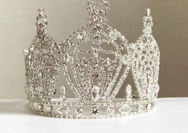Koruna pro vítězku soutěže krásy Miss Universe Slovakia