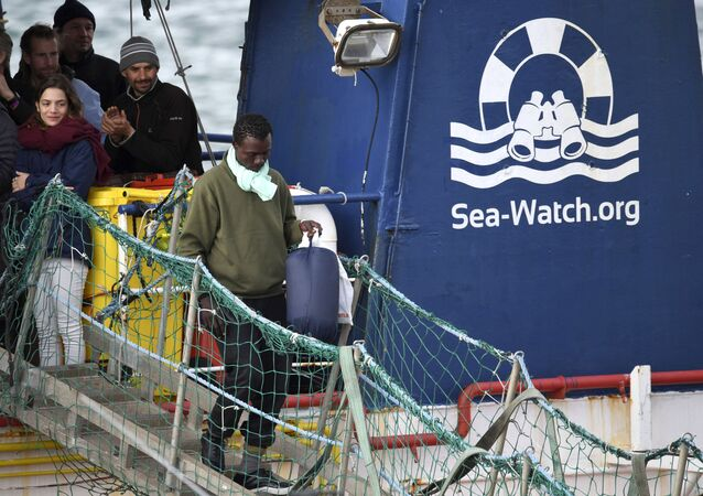 Migranti na palubě lodě Sea-Watch 3