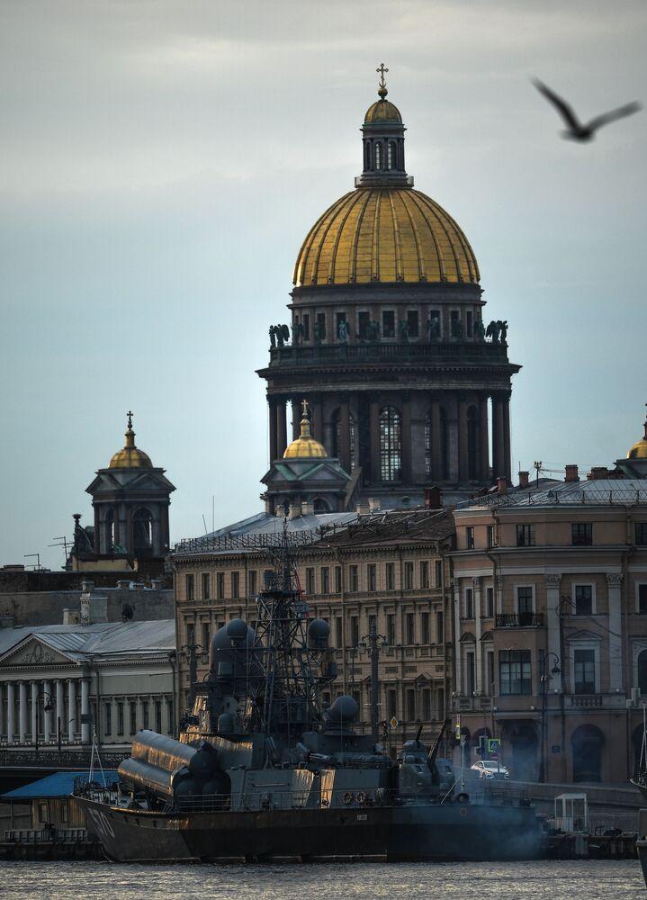 Malá raketová loď Passat v rámci přípravy na Den ruského námořnictva