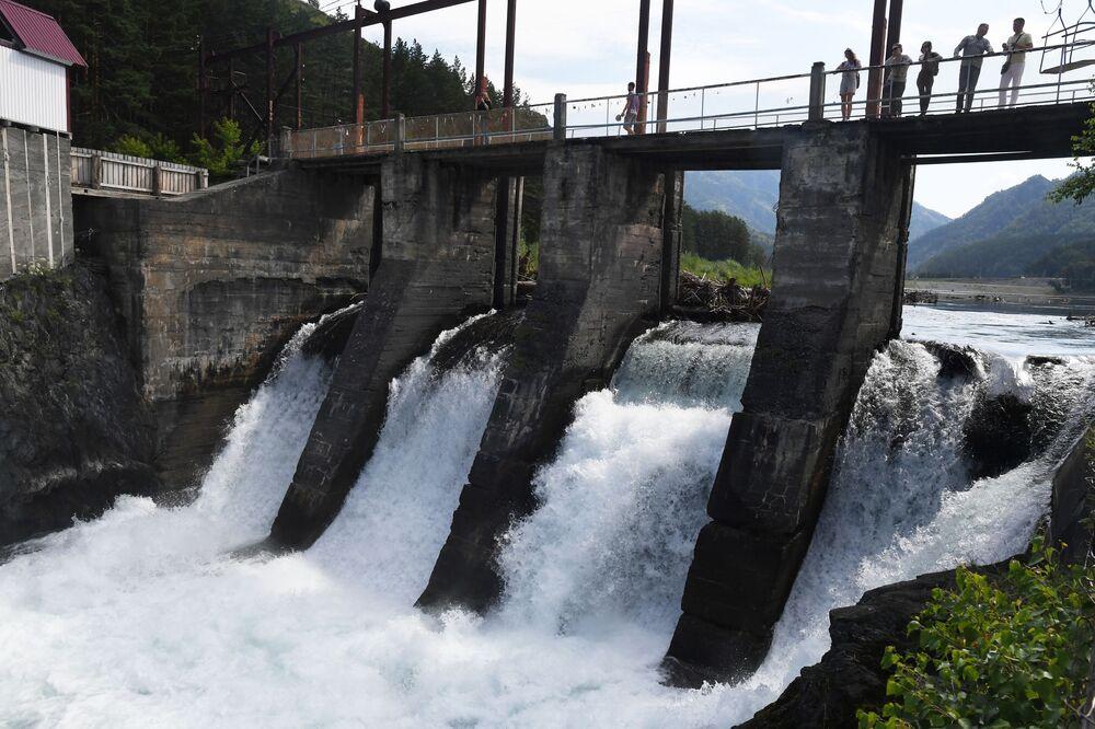 Park extrémní zábavy na Čemalské vodní elektrárně v Čemalské oblasti Altajské republiky, Rusko