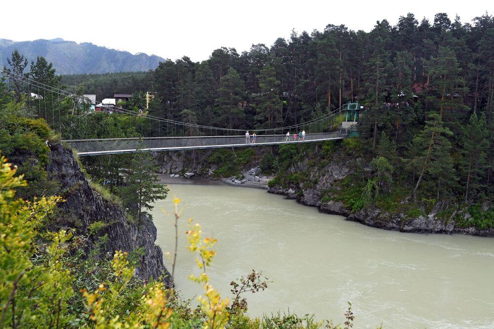 Most na ostrov Patmos v Čemalské oblasti Altajské republiky, Rusko