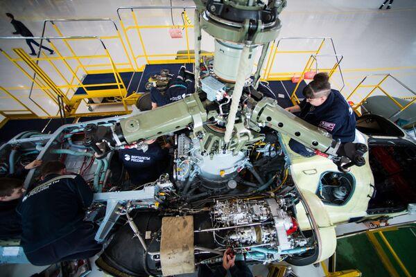 Reduktor a blok motoru vrtulníku Ka-52 Alligator - Sputnik Česká republika