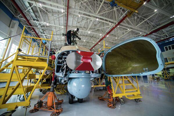 Anténa radiolokátoru vrtulníku Ka-52 Alligator - Sputnik Česká republika