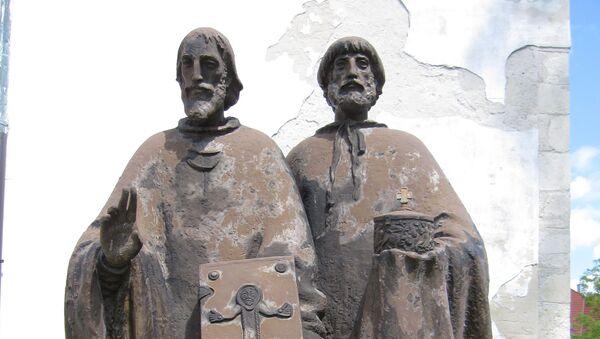 Socha Cyrila a Metoděje v Bratislavě, autor Ľudmila Cvengrošová - Sputnik Česká republika