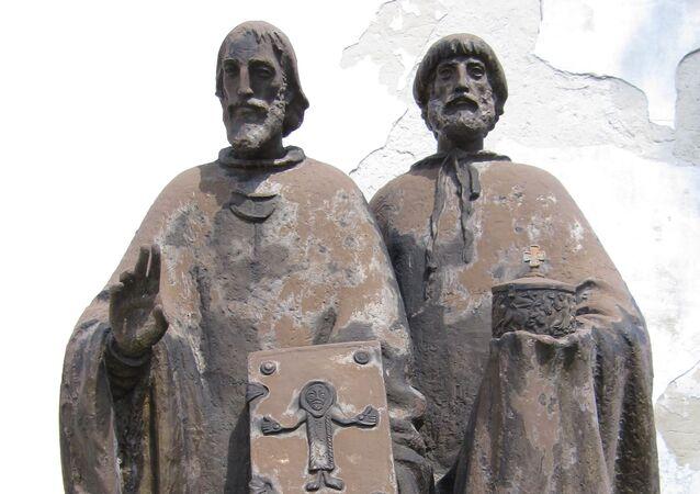 Socha Cyrila a Metoděje v Bratislavě, autor Ľudmila Cvengrošová