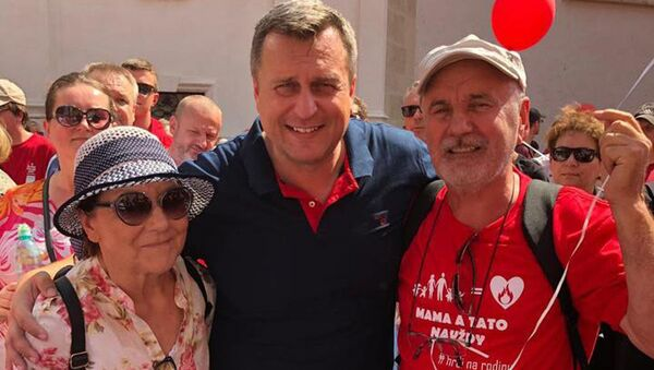 Předseda SNS a NR SR Andrej Danko se spolu s dalšími tisíci lidí zúčastnil pochodu Hrdí na rodinu. Bratislava 2019 - Sputnik Česká republika