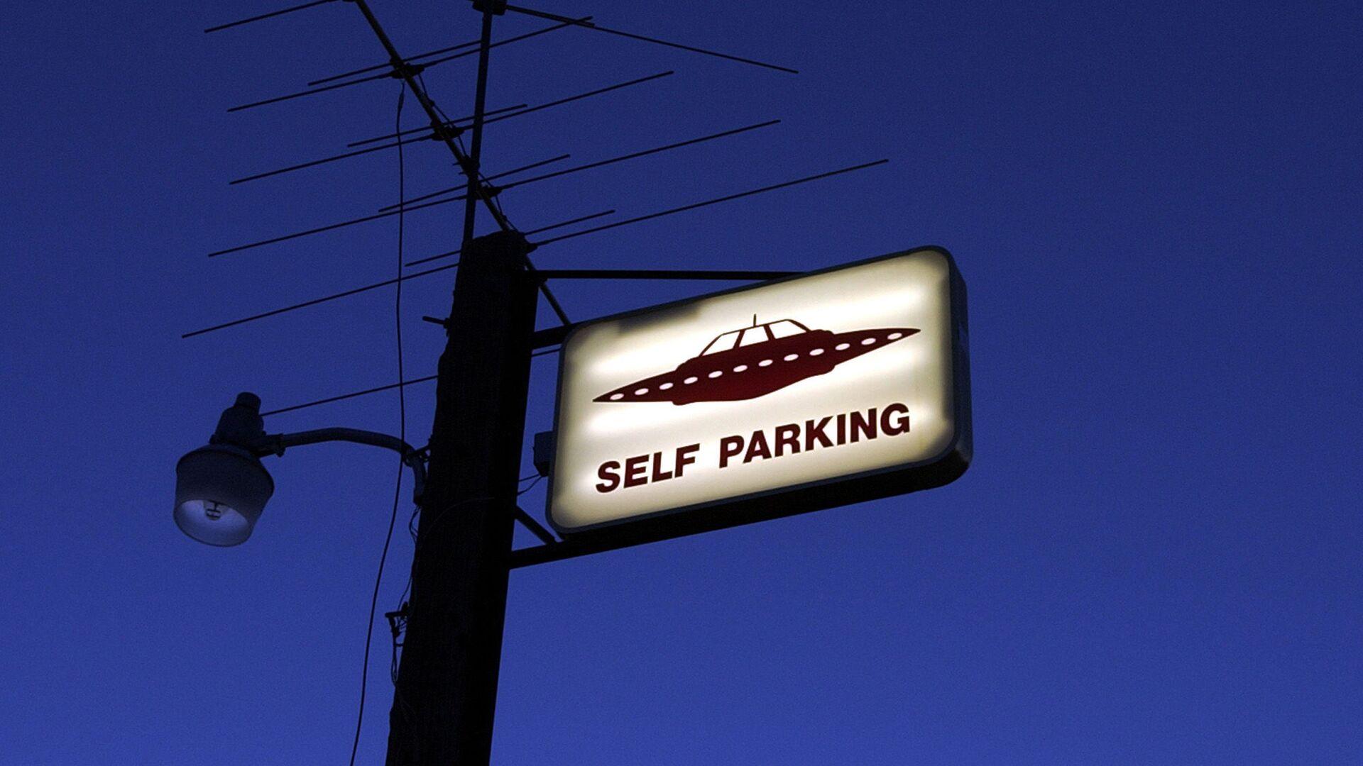 Знак самостоятельной парковки для НЛО рядом с Зоной 51 в американском штате Невада - Sputnik Česká republika, 1920, 09.06.2021