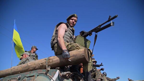 Ukrainian servicemen sit on an Armoured Personal Carrier (APC) as the column of Ukrainian forces passes near Artemivsk in the Donetsk region - Sputnik Česká republika