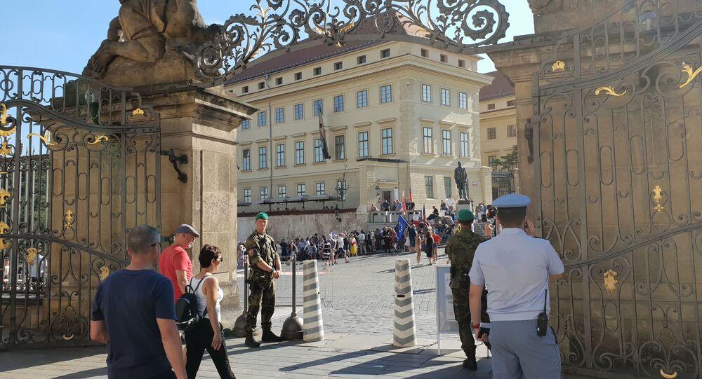 Demonstrace na Hradčanském náměstí