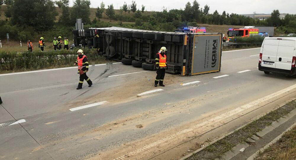 Polský kamion naložený šamotovými cihlami blokoval provoz na dálnici D1 nedaleko Ostravy.
