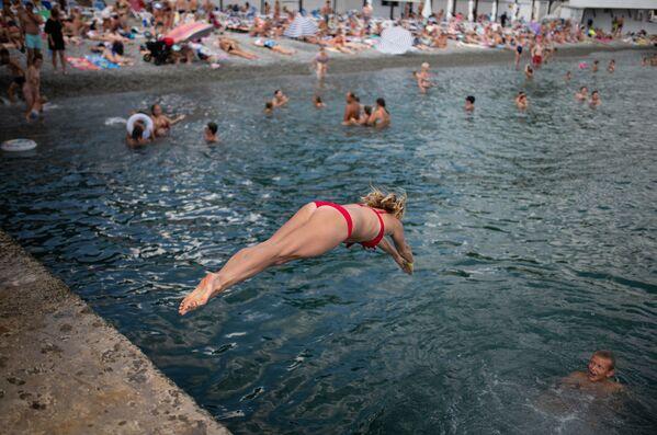 Máte veder dost? Vítejte na Krymu. Pláž a příjemné teploty na Jaltě vás potěší - Sputnik Česká republika