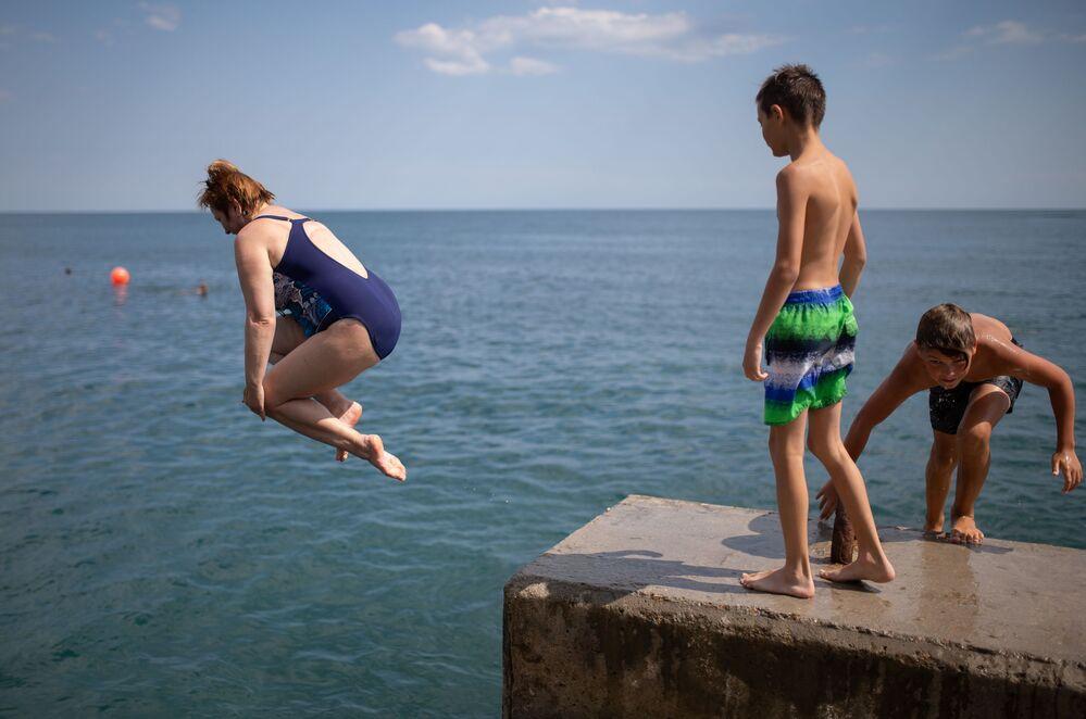 Máte veder dost? Vítejte na Krymu. Pláž a příjemné teploty na Jaltě vás potěší
