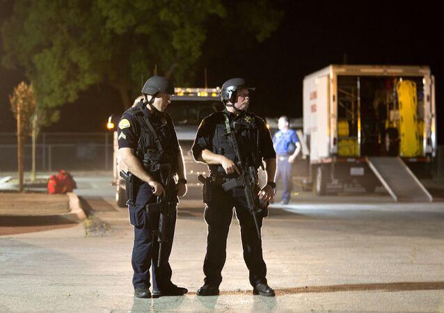 Policie na místě střelby na Gilroy Garlic Festival v Kalifornii