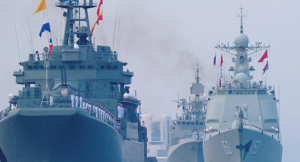 Video: V Rusku po celé zemi od Vladivostoku do Sevastopolu proběhly vojenské přehlídky na počest Dne ruského námořnictva