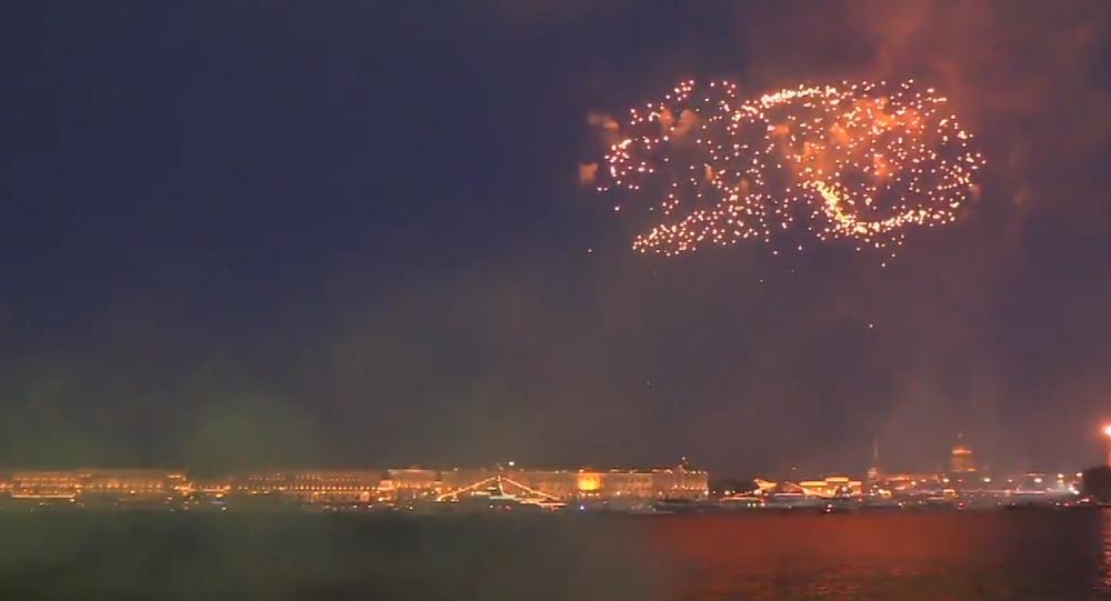 Video: Rozsáhlý barevný ohňostroj na počest 323. Dne ruského námořnictva