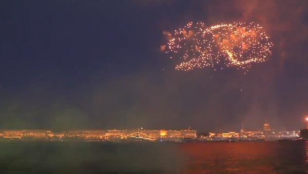 Video: Rozsáhlý barevný ohňostroj na počest 323. Dne ruského námořnictva - Sputnik Česká republika