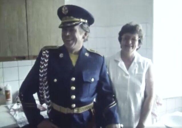 Bývalý prezident Československa Václav Havel v uniformě Hradní stráže