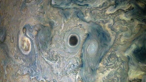 Темный вихрь в атмосфере Юпитера - Sputnik Česká republika