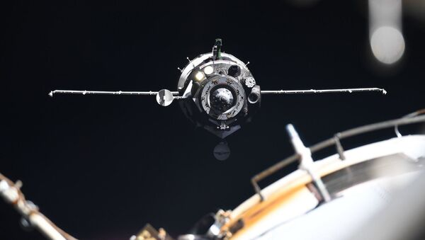 Sojuz MS-13 u ISS. - Sputnik Česká republika