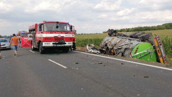 Tragická nehoda na Kutnohorsku si vyžádala životy tří lidí. Dvě osobní auta se srazily s kamionem - Sputnik Česká republika