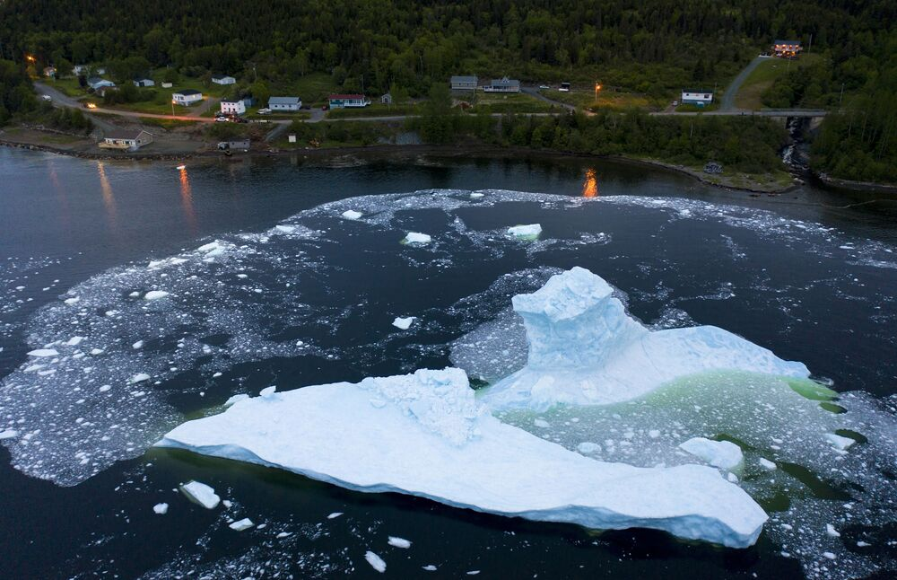 Zhroucení ledovců na pobřeží Kanady