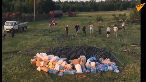 170 kilogramů čerstvého chleba. Armáda dodala jídlo a vodu do vesnice poblíž Tulunu - Sputnik Česká republika