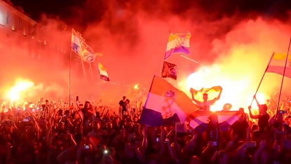 Video: Během oslavy výročí Operace Bouře v Chorvatsku byly viděny ultranacionalistické vlajky a hajlování - Sputnik Česká republika