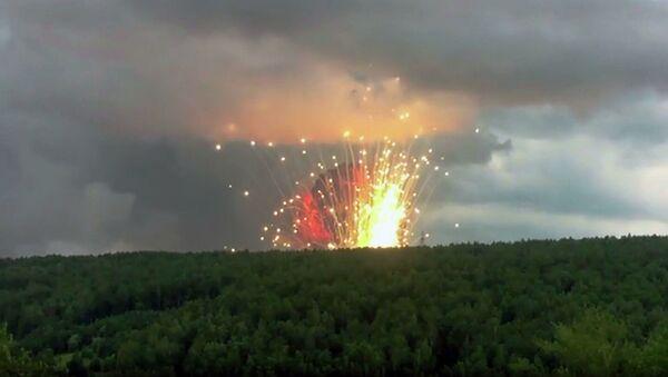 Výbuchy na muničním skladišti u města Ačinsk v Krasnojarském kraji. - Sputnik Česká republika