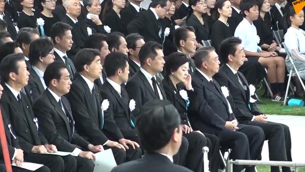 Video: Japonsko uctilo minutou ticha oběti atomového bombardování Hirošimy.  74. výročí hrozné tragédie - Sputnik Česká republika