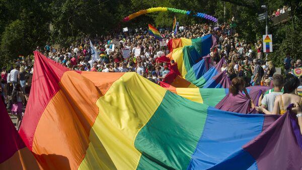 Pochod hrdosti gayů, leseb, bisexuálů i translidí (LGBT) Prague Pride. Ilustrační foto - Sputnik Česká republika