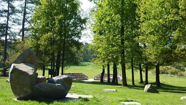 Památník na místě masového hrobu poblíž koncentračního tábora Lety - Sputnik Česká republika
