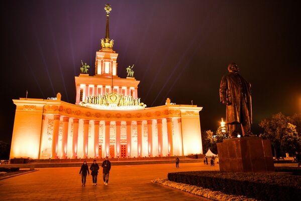 Triumf socialismu. Legendární výstaviště v Moskvě slaví 80. výročí - Sputnik Česká republika