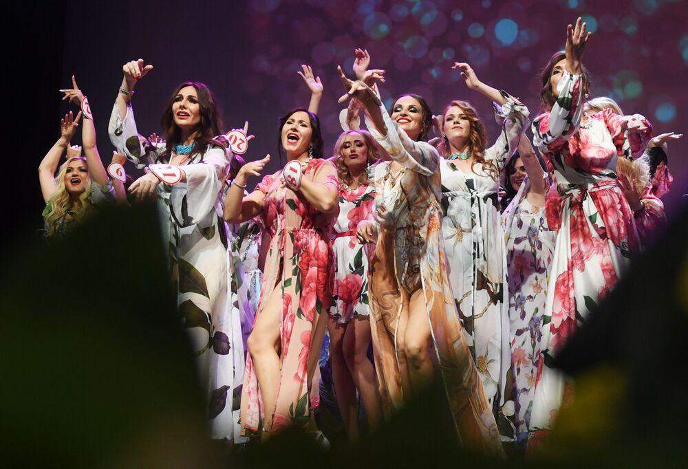 Účastníci finále soutěže Missis Rusko 2019 v Moskvě.